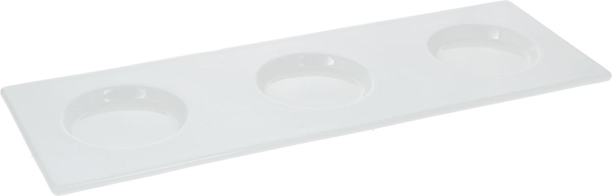Поднос Wilmax, 35 х 12 см115510Поднос Wilmax, изготовленный из высококачественного фарфора, станет незаменимым предметом для сервировки стола. Он не только дополнит интерьер вашей кухни, но и предохранит поверхность стола от грязи и перегрева. Для предотвращения разбрызгивания чая, кофе, соусов, изделие оснащено 3 углублениями. Оригинальный и стильный поднос Wilmax придется по вкусу и ценителям классики, и тем, кто предпочитает современный стиль.