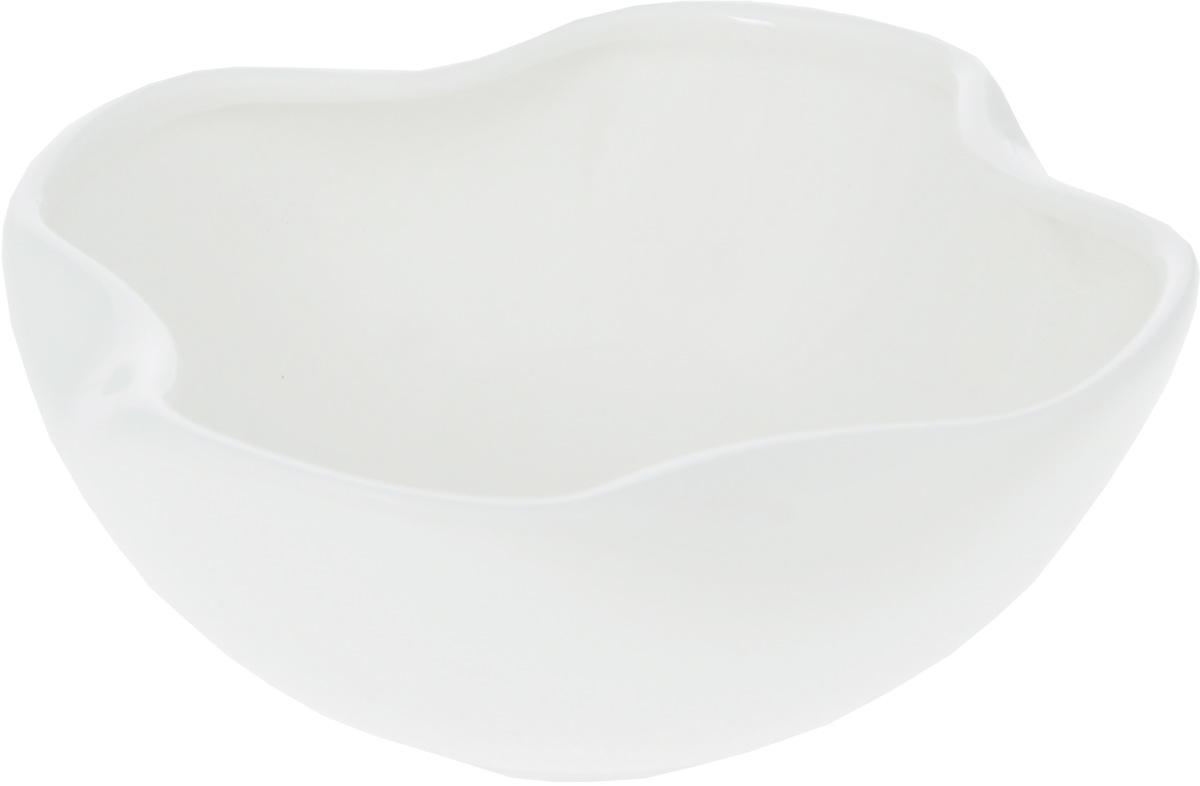 Салатник Wilmax, 275 мл54 009312Салатник Wilmax, изготовленный из высококачественного фарфора с глазурованным покрытием, прекрасно подойдет для подачи различных блюд: закусок, салатов, фруктов и многого другого. Такой салатник украсит ваш праздничный или обеденный стол, а оригинальный дизайн придется по вкусу и ценителям классики, и тем, кто предпочитает утонченность и изысканность.