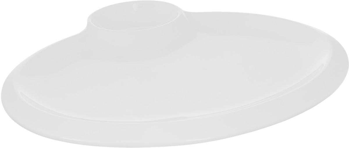 Блюдо Wilmax, 30 х 23 смVT-1520(SR)Блюдо Wilmax выполнено из высококачественного фарфора с глазурованным покрытием.Внутри блюда находится соусник.Блюдо Wilmax идеально подойдет для сервировки стола и станет отличным подарком к любому празднику.Можно мыть в посудомоечной машине и использовать в микроволновой печи.Размер блюда по верхнему краю: 30 х 23 см. высота стенки блюда: 1 см.Размер соусника по верхнему краю: 6 х 9 см.Высота стенки соусника: 3 см.
