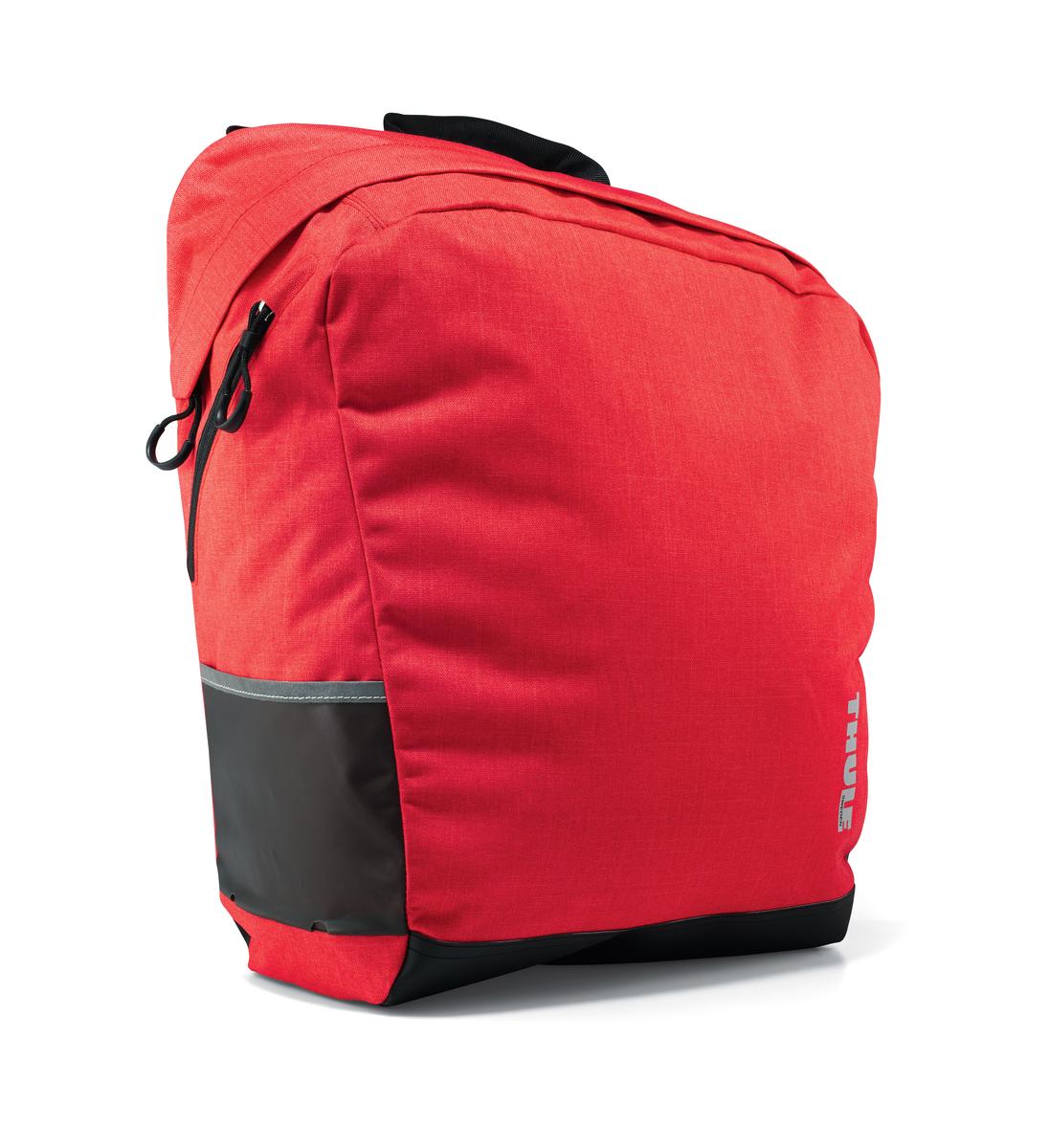 Сумка городская Thule Pack n Pedal Tote, цвет: красный, 20 x 30 x 40 см100003Велосипедная сумка в городском стиле, идея которой была навеяна сумками для переноски грузов. Легко трансформируется в повседневную сумку с удобными ручками или ремнем через плечо.Широкий проем позволяет удобно помещать внутрь крупные вещи.Крепления-невидимки легко отщелкиваются при переноске без велосипеда для максимального удобства переноски.Система крепления проста в использовании, безопасна и имеет малый уровень вибрации.Внешние прозрачные кармашки обеспечивают использование аварийного фонаря и хранение его в одном удобном месте.Боковой сетчатый карман для небольших предметов.Светоотражающие полоски повышают заметность на дороге.Встроенные ручки и отстегиваемый ремень для ношения через плечо обеспечивают несколько вариантов переноски.Устанавливается с любой стороны велосипеда.Лучше всего подходит для багажников Thule, но может использоваться практически с любым велосипедным багажником.