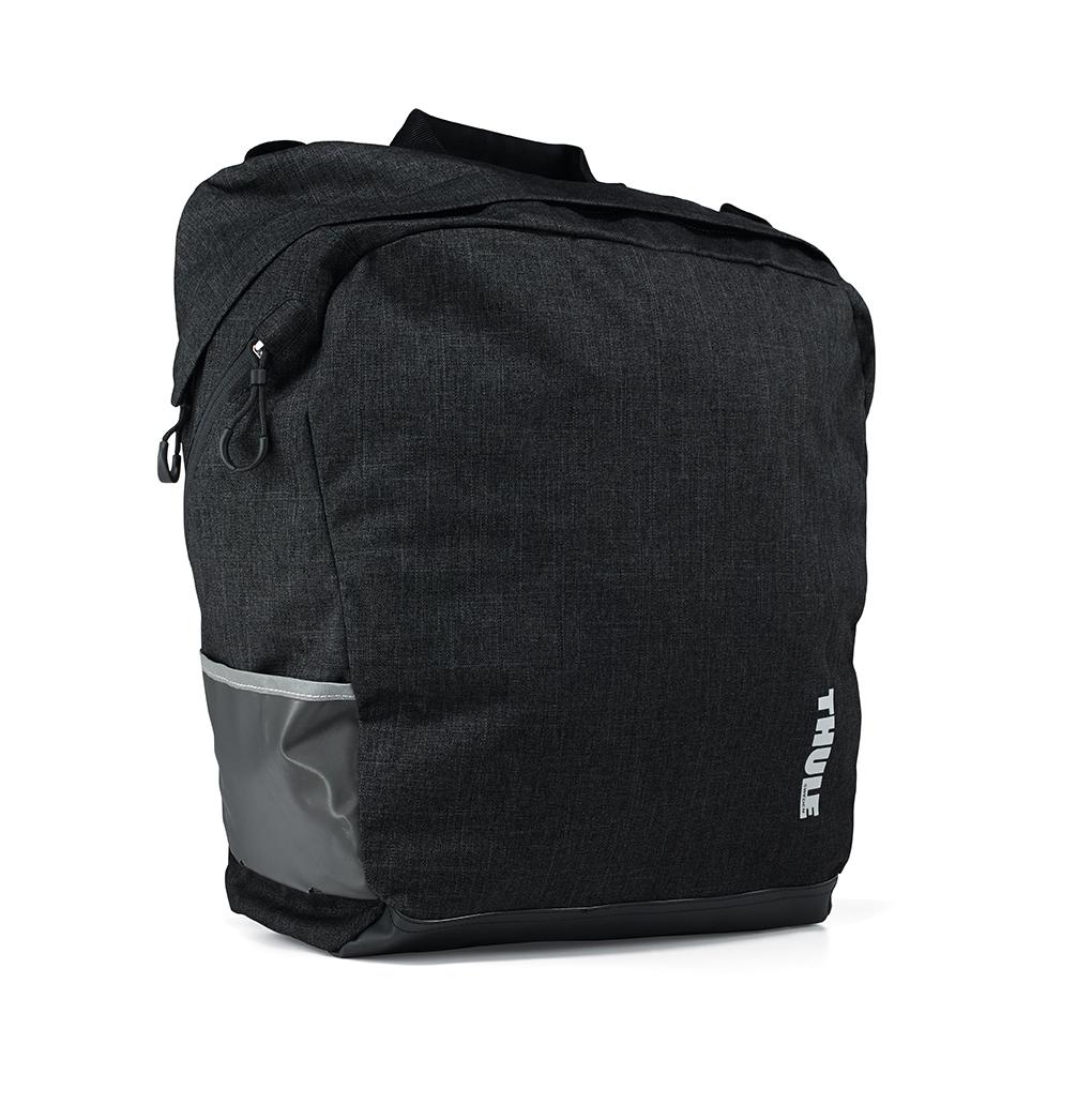Сумка городская Thule Pack n Pedal Tote, цвет: черный, 20 x 30 x 40 см100007Велосипедная сумка в городском стиле, идея которой была навеяна сумками для переноски грузов. Легко трансформируется в повседневную сумку с удобными ручками или ремнем через плечо.Широкий проем позволяет удобно помещать внутрь крупные вещи.Крепления-невидимки легко отщелкиваются при переноске без велосипеда для максимального удобства переноски.Система крепления проста в использовании, безопасна и имеет малый уровень вибрации.Внешние прозрачные кармашки обеспечивают использование аварийного фонаря и хранение его в одном удобном месте.Боковой сетчатый карман для небольших предметов.Светоотражающие полоски повышают заметность на дороге.Встроенные ручки и отстегиваемый ремень для ношения через плечо обеспечивают несколько вариантов переноски.Устанавливается с любой стороны велосипеда.Лучше всего подходит для багажников Thule, но может использоваться практически с любым велосипедным багажником.