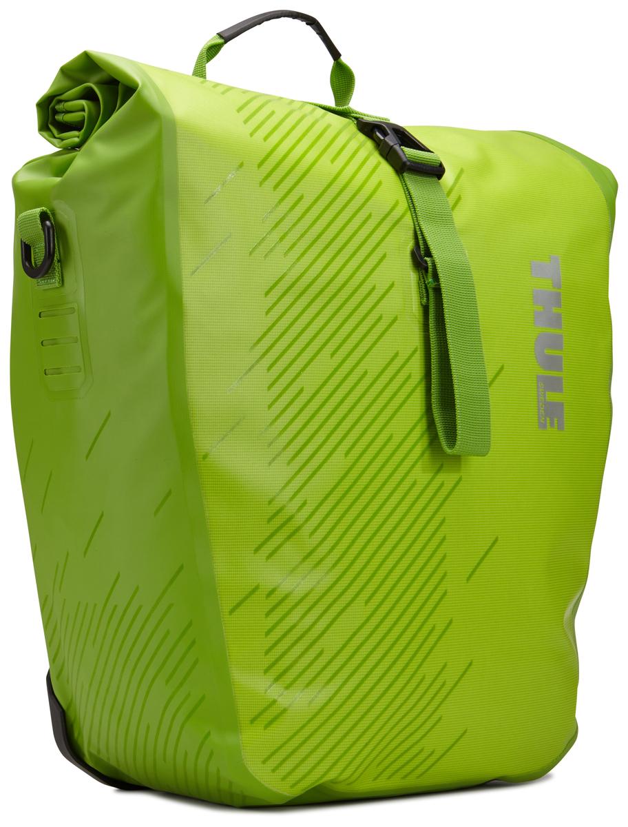 Набор велосипедных сумок Thule Pack`n Pedal Shield Pannier, цвет: салатовый, 2 шт, 24 л. Размер L100063Эти многофункциональные водонепроницаемые сумки обеспечивают безопасность и защиту благодаря ярким светоотражающим элементам и сворачивающейся верхней части.Единая конструкция со сворачивающейся верхней частью гарантирует, что вещи внутри останутся сухими и чистыми.Система крепления на магнитах проста в использовании, надежна и имеет малый уровень вибрации.Яркие светоотражающие элементы на передней и боковой панелях улучшают заметность на дороге.Удобные точки крепления для фонарей обеспечивают дополнительную безопасность.Внутренние карманы для хранения мелких вещей.Встроенные ручки и отстегиваемый ремень для ношения через плечо обеспечивают несколько вариантов переноски.Лучше всего подходит для багажников Thule, но может использоваться практически с любым велосипедным багажником.Продаются парами.