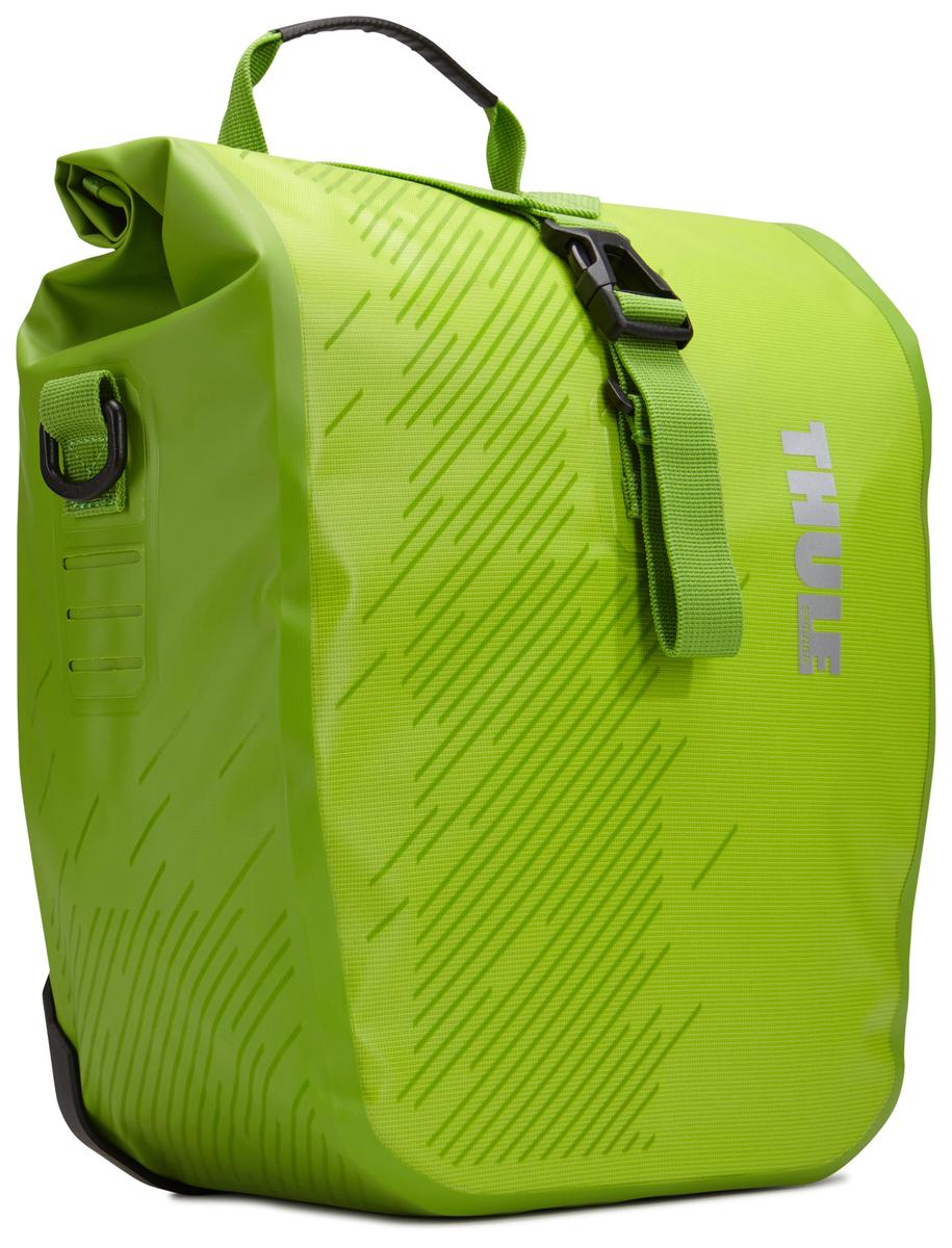 Набор велосипедных сумок Thule Pack`n Pedal Shield Pannier, цвет: салатовый, 2 шт, 14 л. Размер S100067Эти многофункциональные водонепроницаемые сумки обеспечивают безопасность и защиту благодаря ярким светоотражающим элементам и сворачивающейся верхней части.Единая конструкция со сворачивающейся верхней частью гарантирует, что вещи внутри останутся сухими и чистыми.Система крепления на магнитах проста в использовании, надежна и имеет малый уровень вибрации.Яркие светоотражающие элементы на передней и боковой панелях улучшают заметность на дороге.Удобные точки крепления для фонарей обеспечивают дополнительную безопасность.Внутренние карманы для хранения мелких вещей.Встроенные ручки и отстегиваемый ремень для ношения через плечо обеспечивают несколько вариантов переноски.Лучше всего подходит для багажников Thule, но может использоваться практически с любым велосипедным багажником.Продаются парами.