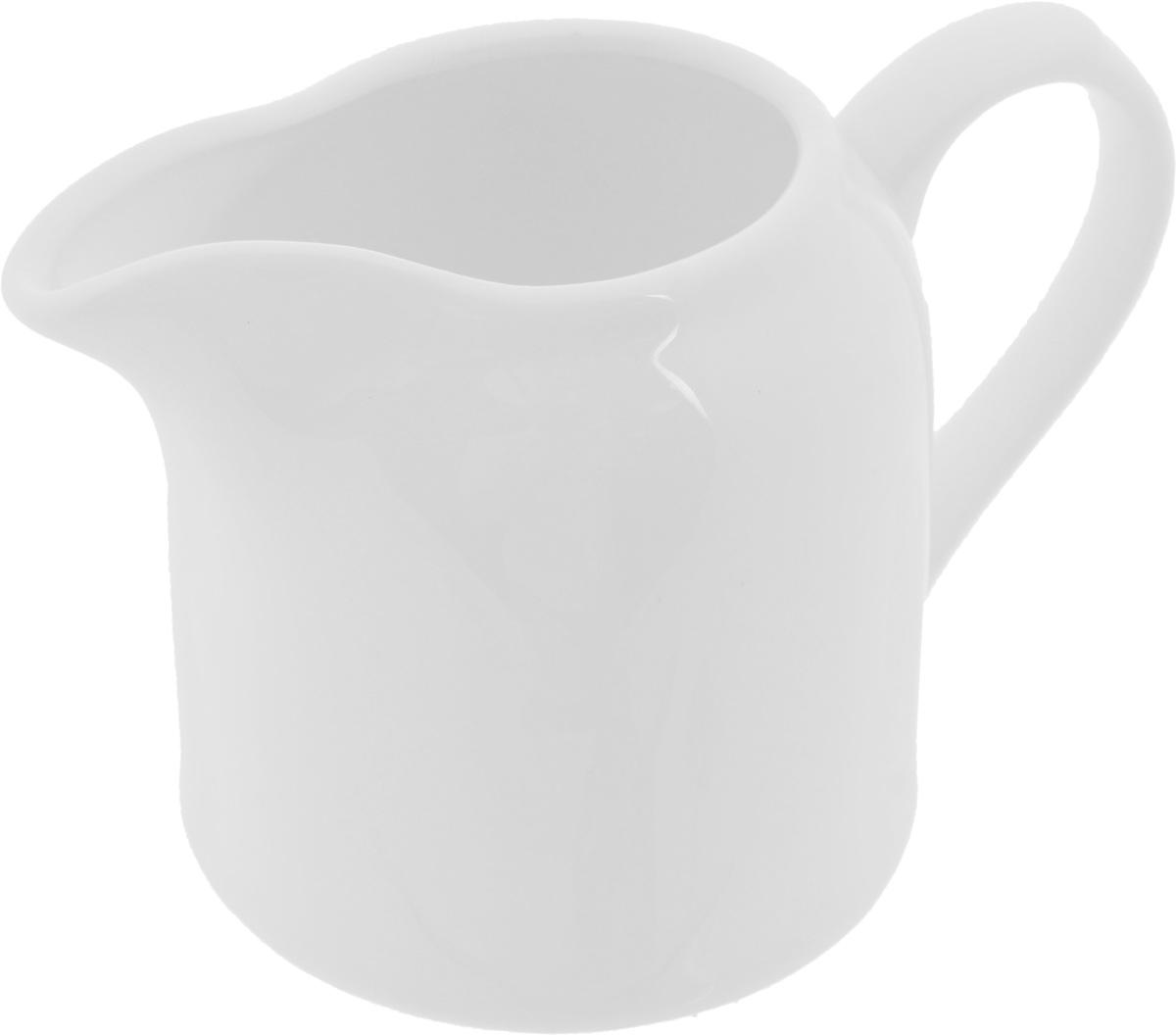 Молочник Wilmax, 250 мл115510Элегантный молочник Wilmax выполнен из высококачественного фарфора с глазурованным покрытием. Молочник имеет широкое основание, удобную ручку и носик. Предназначен для сливок и молока. Такое изделие украсит ваш праздничный или обеденный стол, а нежное исполнение понравится любой хозяйке.Можно мыть в посудомоечной машине и использовать в микроволновой печи.Диаметр молочника по верхнему краю: 4,5 см.Диаметр основания: 7,5 см. Высота салатника: 8 см.