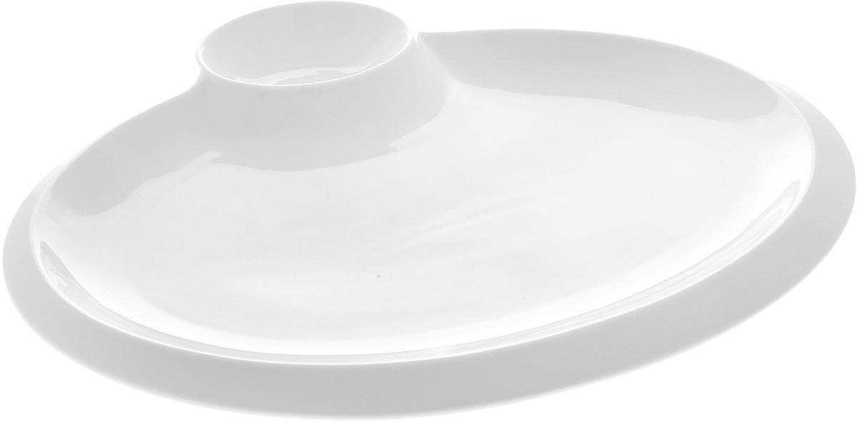 Блюдо Wilmax, 40 х 31,5 см115510Оригинальное блюдо Wilmax, выполненное из высококачественного фарфора, имеет овальную форму и оснащено соусником. Изделие идеально подойдет для сервировки праздничного или обеденного стола, а также станет отличным подарком к любому празднику.Размер блюда (по верхнему краю): 37 х 24,5 см.Высота стенки блюда: 2 см.Размер соусника (по верхнему краю): 11 х 8 см.Высота стенки соусника: 3,5 см. Ширина блюда (с учетом соусника): 40 х 31,5 см.