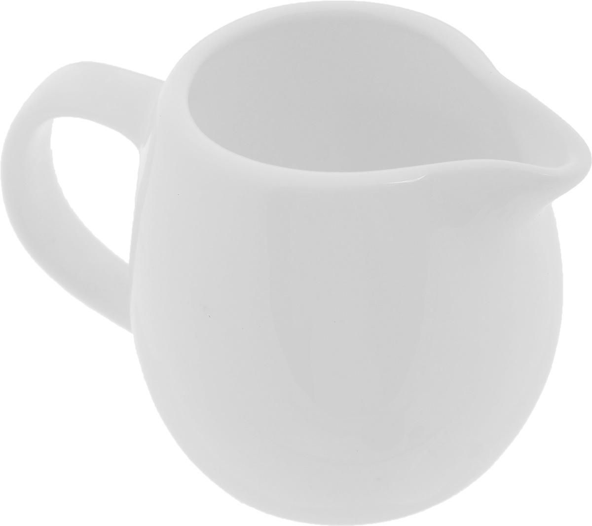 Молочник Wilmax, 150 мл115510Элегантный молочник Wilmax, выполненный из высококачественного фарфора с глазурованным покрытием, предназначен для подачи сливок, соуса и молока. Изящный, но в тоже время простой дизайн молочника, станет прекрасным украшением стола. Диаметр молочника по верхнему краю: 4,5 см.Ширина молочника (с учетом ручки и носика): 9,5 см.Высота молочника: 6,5 см.