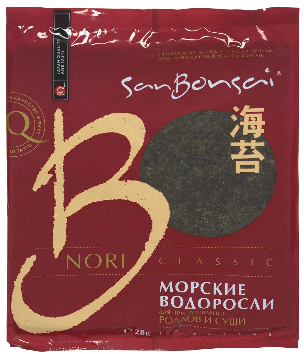 SanBonsai Nori Classic морские водоросли для роллов и суши, 28 г (10 листов)0120710SanBonsai Nori Classic - морские водоросли для роллов и суши.Нори изготовлены из измельченных, а затем высушенных на сетке водорослей без каких-либо добавок. Листы нори используются для приготовления суши, роллов, гунканов, а также как ингредиент для Азиатских первых и вторых блюд. Морские водоросли SanBonsai высокого качества - плотные, ровные, без просветов.Морские водоросли Нори SanBonsai Nori Classic содержат йод, растительный протеин, витамины и минералы. При регулярном употреблении нори в пищу замечено значительное снижение уровня холестерина в крови, что говорит о небольшой вероятности заболеть атеросклерозом. Наблюдения ученых показали, что водоросли обладают антираковыми свойствами, а также содействуют восстановлению иммунной системы.Польза водоросли нори заключается не только в способности выводить радиоактивные вещества и токсичные металлы из организма, но и укреплять сердечнососудистую систему. При заболеваниях щитовидной железы и варикозе эти водоросли оказывают эффективную помощь, если добавить их в свой ежедневный рацион.В упаковке 10 листов водорослей нори.
