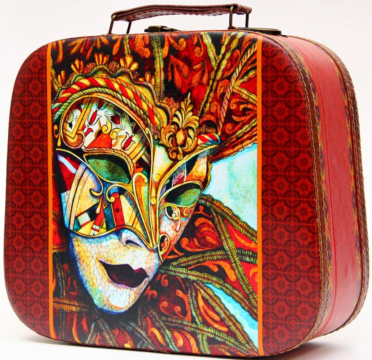 Шкатулка декоративная Magic Home Маска, цвет: бордовый, 28,5 х 25 х 10,5 смFS-91909Декоративная шкатулка Magic Home Маска, выполненная из МДФ, оформлена ярким цветным изображением. Изделие закрывается на металлический замок и оснащено оригинальной ручкой под старину для переноски.Такая шкатулка может использоваться для хранения бижутерии, предметов рукоделия, в качестве украшения интерьера, а также послужит хорошим подарком для человека, ценящего практичные и оригинальные вещицы.