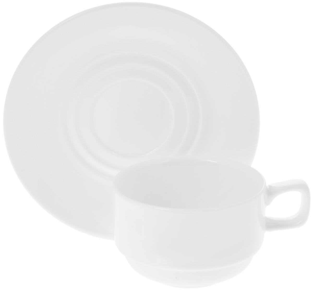 Чайная пара Wilmax, 2 предмета. WL-993008 / AB54 009312Чайная пара Wilmax состоит из чашки и блюдца, выполненных из высококачественного фарфора и оформленных в классическом стиле. Оригинальный дизайн, несомненно, придется вам по вкусу. Чайная пара Wilmax украсит ваш кухонный стол, а также станет замечательным подарком к любому празднику.Объем чашки: 220 мл.Диаметр чашки (по верхнему краю): 8,5 см.Диаметр дна чашки: 4,5 см.Высота чашки: 5,5 см.Диаметр блюдца: 15 см.