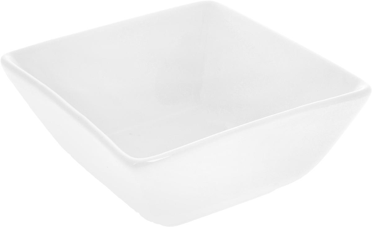 Салатник Wilmax, 12 х 11 см54 009312Салатник Wilmax, изготовленный из высококачественного фарфора с глазурованным покрытием, прекрасно подойдет для подачи различных блюд: закусок, салатов или фруктов. Такой салатник украсит ваш праздничный или обеденный стол, а оригинальный дизайн придется по вкусу и ценителям классики, и тем, кто предпочитает утонченность и изысканность.Размер салатника по верхнему краю: 12 х 11 см.