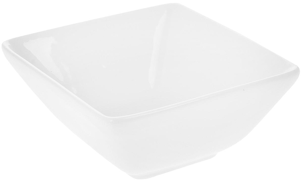 Салатник Wilmax, 150 мл54 009303Салатник Wilmax, изготовленный из высококачественного фарфора с глазурованным покрытием, прекрасно подойдет для подачи различных блюд, например, закусок. Такой салатник украсит ваш праздничный или обеденный стол. Можно мыть в посудомоечной машине и использовать в микроволновой печи. Размер салатника (по верхнему краю): 10 х 9,5 см.Высота салатника: 5 см.