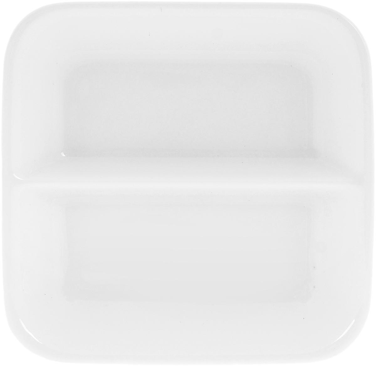 Блюдце для соуса Wilmax, двойное, 55 мл115610Блюдце Wilmax, изготовленное из высококачественного фарфора с глазурованным покрытием, предназначено длякрасивой подачи различных соусов. Посуда из фарфора безопасна для здоровья и окружающей среды. Такое блюдце украсит сервировку стола и подчеркнет прекрасный вкус хозяйки. Оно дополнит коллекцию вашей кухонной посуды и будет служитьдолгие годы. Размер блюдца: 8,5 х 8,5 см.