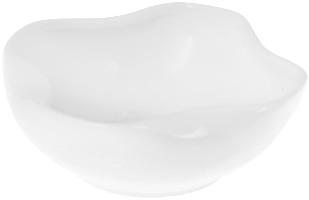 Салатник Wilmax, 460 млWL-992493 / AСалатник Wilmax, изготовленный из высококачественного фарфора с глазурованным покрытием, прекрасно подойдет для подачи различных блюд: закусок, салатов или фруктов. Такой салатник украсит ваш праздничный или обеденный стол, а оригинальный дизайн придется по вкусу и ценителям классики, и тем, кто предпочитает утонченность и изысканность.Можно мыть в посудомоечной машине и использовать в микроволновой печи.Размер салатника по верхнему краю: 10 х 10 см.Высота стенки: 5 см.