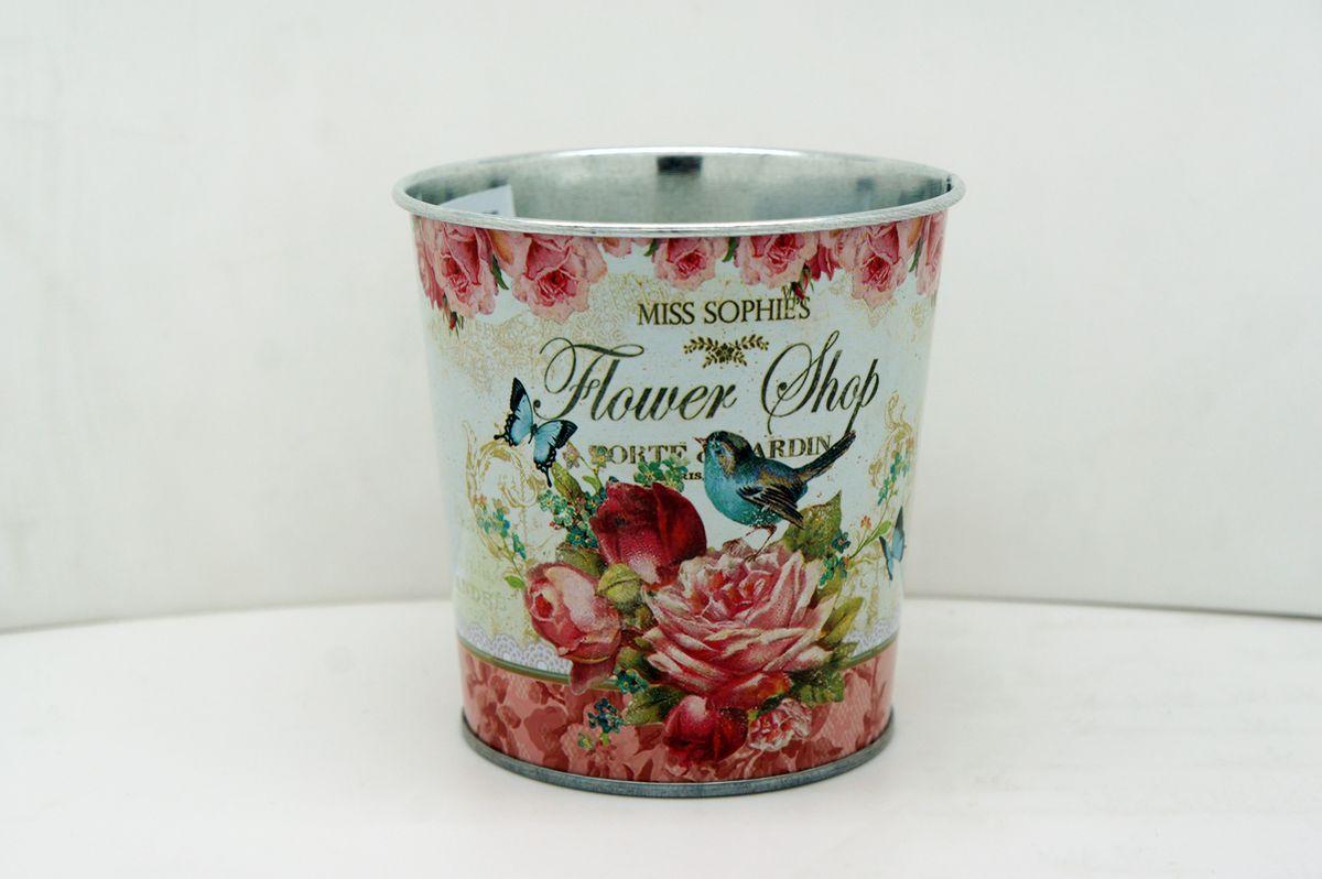 Кашпо-ведерко GiftnHome Розы, 800 мл4607940900399Кашпо-ведерко GiftnHome Розы изготовлено из оцинкованной жести и оформлено красочным изображением роз. Жестяные изделия в стиле прованс - это мода, не имеющая времени. Интерьерные изделия выполнены техникой декупаж - покрыты специальными бумажными обоями с декором. Они внесут в ваш дом атмосферу благородной старины, европейского стиля, уюта деревенского домика в Провансе. Данное изделие имеет небольшие размеры, может служить как подставка для ручек и карандашей, горшок для маленького цветка и декоративный элемент на вашем столе. Изделие носит декоративный характер и не пригодно для использования в саду, активного контакта с водой и грязью.