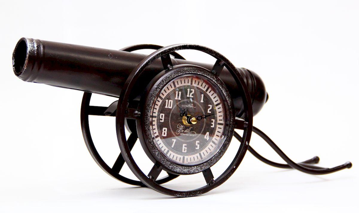 Часы настольные Magic Home Пушка, кварцевые, цвет: черный94672Настольные кварцевые часы Magic Home Пушка изготовлены из металла черного цвета, циферблат из черного металла с покрытием из принтованной бумаги. Настольные часы Magic Home Пушка прекрасно оформят интерьер дома или рабочий стол в офисе.Часы работают от одной батарейки типа АА мощностью 1,5V (не входит в комплект).