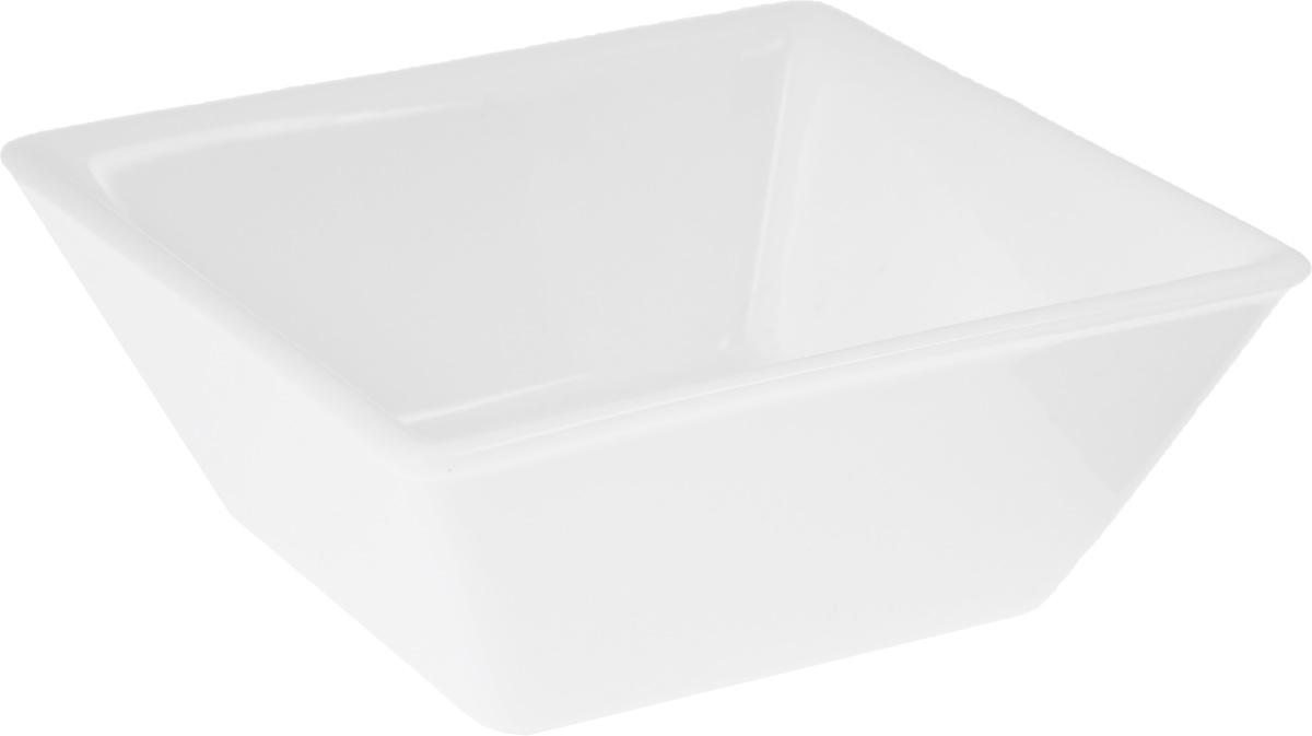 Салатник Wilmax, 265 мл115510Салатник Wilmax, изготовленный из высококачественного фарфора с глазурованным покрытием, прекрасно подойдет для подачи различных блюд: закусок, салатов или фруктов. Такой салатник украсит ваш праздничный или обеденный стол, а оригинальный дизайн придется по вкусу и ценителям классики, и тем, кто предпочитает утонченность и изысканность. Размер салатника: 11 х 11 см.