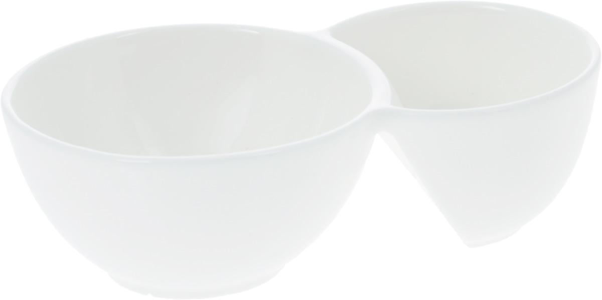Емкость для закусок Wilmax, 18,5 х 11 смVT-1520(SR)Емкость для закусок Wilmax, изготовленная из высококачественного фарфора, состоит из двух секций. Емкость идеально подходит для оформления закусок. Она придется по вкусу и ценителям классики, и тем, кто предпочитает утонченность и изящность.Диаметр секций: 9 см; 11 см.Общий размер: 18,5 х 11 см.