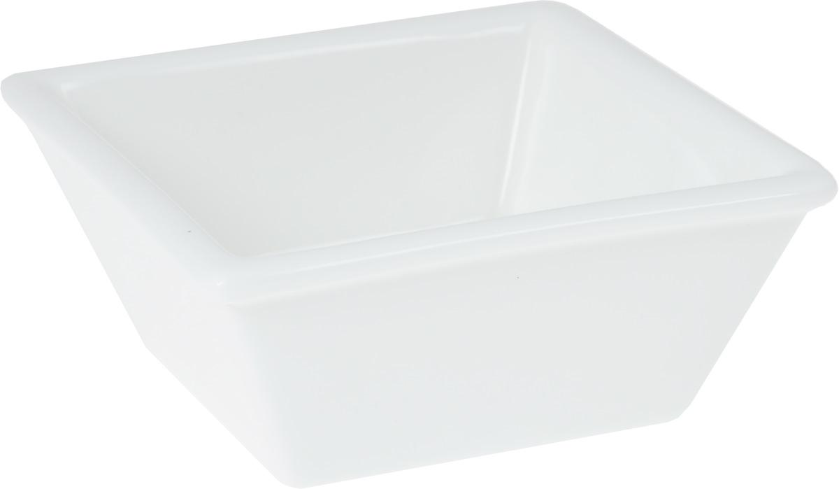 Салатник Wilmax, 140 мл54 009312Салатник Wilmax, изготовленный из высококачественного фарфора с глазурованным покрытием, прекрасно подойдет для подачи различных блюд: закусок, салатов или фруктов. Такой салатник украсит ваш праздничный или обеденный стол, а оригинальный дизайн придется по вкусу и ценителям классики, и тем, кто предпочитает утонченность и изысканность. Размер салатника: 9,5 х 9,5 см.