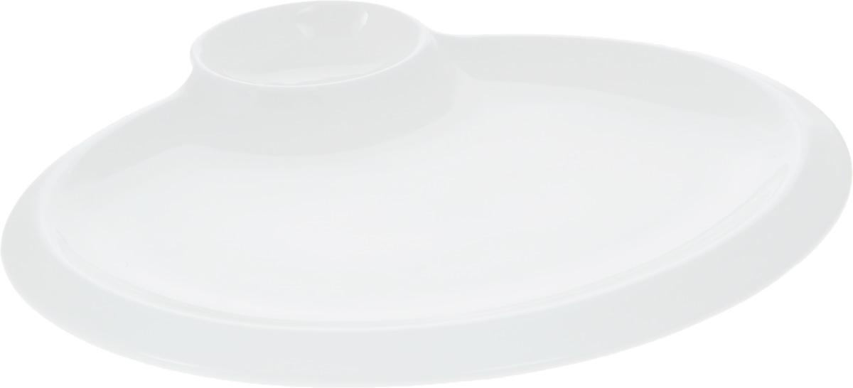 Блюдо Wilmax, 25,5 х 19,5 см115510Оригинальное блюдо Wilmax, выполненное из высококачественного фарфора, имеет овальную форму и оснащено соусником. Изделие идеально подойдет для сервировки праздничного или обеденного стола, а также станет отличным подарком к любому празднику.Размер блюда: 25,5 х 19,5 см.Размер соусника: 7,5 х 5,2 см.
