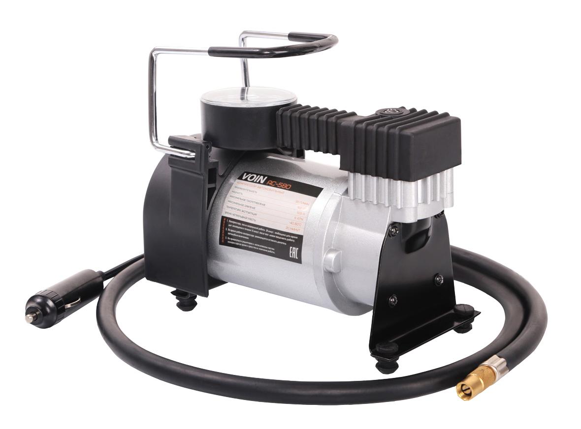 Компрессор VOIN АС-580 R17/30LКТ 800027Автомобильный компрессор VOIN АС-580 – отличный помощник для любого автомобилиста. Компактное устройство предназначено для быстрой подкачки колес. Компрессор отличается простотой и надежностью конструкции. Питание прибора осуществляется через гнездо прикуривателя. Автомобильный плавкий предохранитель в капсуле защищает от скачков тока в сети. Компрессор способен проработать без перерыва до 20 минут.Корпус и поршневая группа VOIN АС-580 сделаны из металла, что обеспечивает повышенную прочность и увеличенный ресурс компрессора.Гарантия от производителя на 6 месяцев позволяет беспрепятственно обменять компрессор в случае его поломки в течение гарантийного срока.