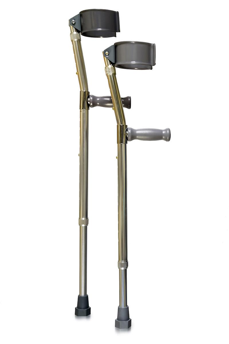 Amrus Костыли с опорой под локоть Канадка малые высота от пола до рукоятки 55-77 см AMFC11AMFC11Характеристики: Пластиковая рукоятка; Двойная регулировка высоты и подлокотника;Шаг регулировки 2,5Срок службы изделия не менее 2-х лет; Срок гарантии 12 месяцев; Локтевой обхват имеет подвижный шарнир для удобного захвата руки; Оснащены резиновыми нескользящими наконечниками; Максимальная нагрузка - 100 кг. Костыли AMFC11 малые высота от пола до рукоятки 55-77 см.:Длина нижней секции от 55,0 до 77,0 см;Длина верхней секции от 22,5 до 30,0 см; Масса не более 1,7 кг.Предназначены для пользователей, имеющих повреждения или заболевания опорно-двигательного аппарата, ослабленных, или имеющих нарушения чувства равновесия с массой тела от 35 до 100 кг.