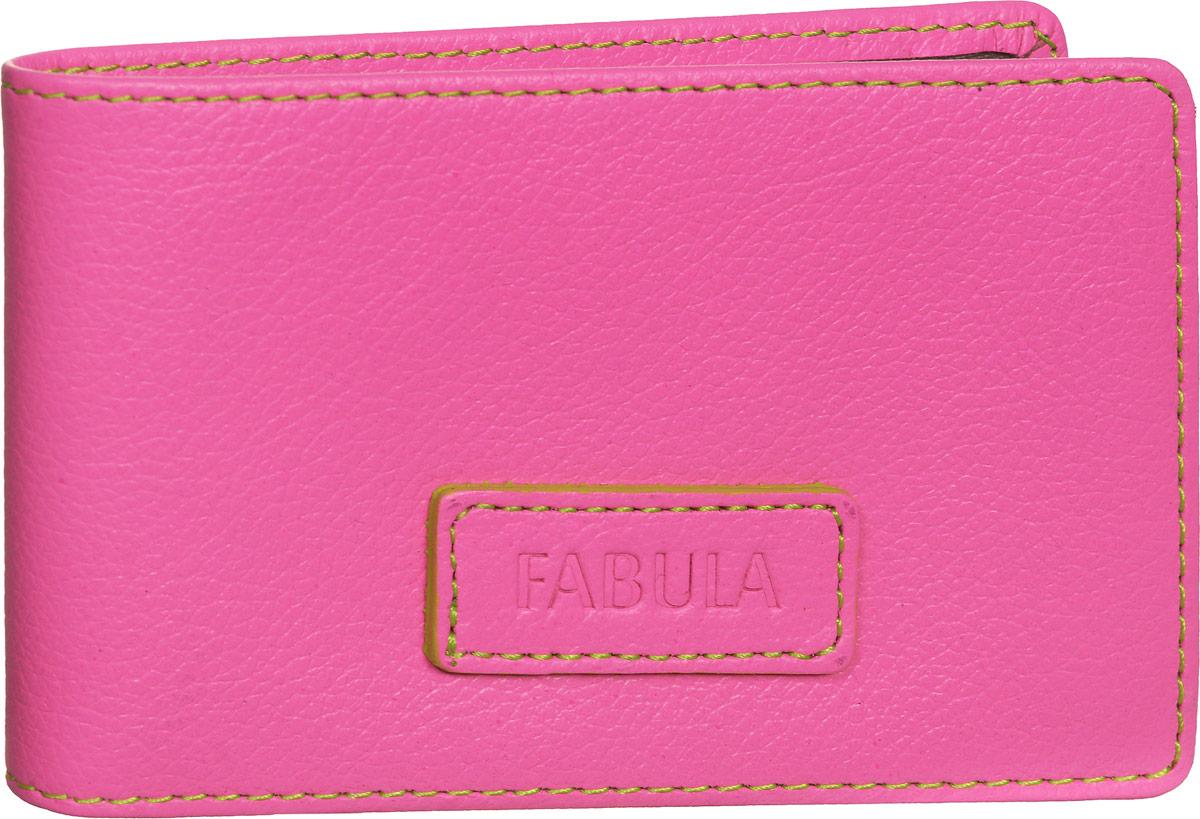 Визитница женская Fabula Ultra, цвет: розовый. V.90.FPINT-06501Стильная горизонтальная визитница Fabula Ultra выполнена из натуральной кожи, оформлена нашивкой с тиснением в виде названия бренда и контрастной отстрочкой.Изделие раскладывается пополам. Внутри визитницы расположен вкладыш из прозрачного ПВХ, который включает в себя двадцать файлов для визиток или кредитных карт. Изделие поставляется в фирменной упаковке.Визитница Fabula Ultra станет отличным подарком для человека, ценящего качественные и практичные вещи.
