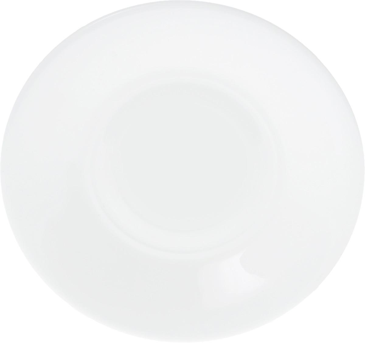 Блюдце Wilmax, диаметр 14 см115510Блюдце Wilmax, изготовленное из высококачественного фарфора, имеет классическую круглую форму. Оригинальный дизайн придется по вкусу и ценителям классики, и тем, кто предпочитает утонченность и изысканность. Блюдце Wilmax идеально подойдет для сервировки стола и станет отличным подарком к любому празднику.