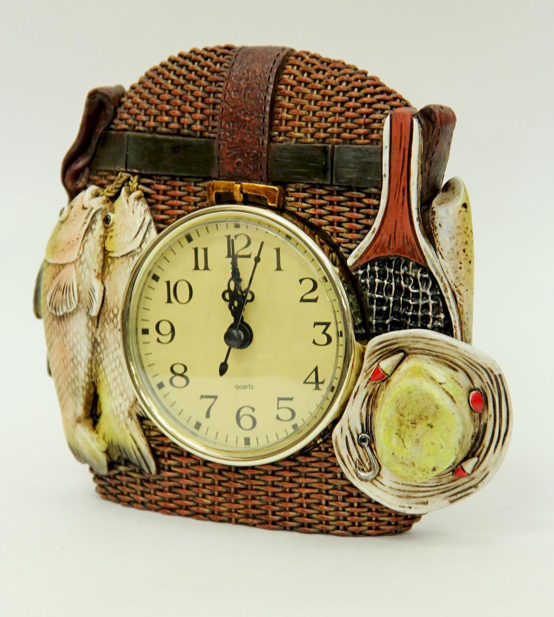 Часы настольные Magic Home Рыбалка. 4106097492Настольные кварцевые часы Magic Home Рыбалка изготовлены из полирезина, циферблат изготовлен из прочного пластика. Настольные часы Magic Home Рыбалка прекрасно оформят интерьер дома или рабочий стол в офисе.Элемент питания не входит в комплект.