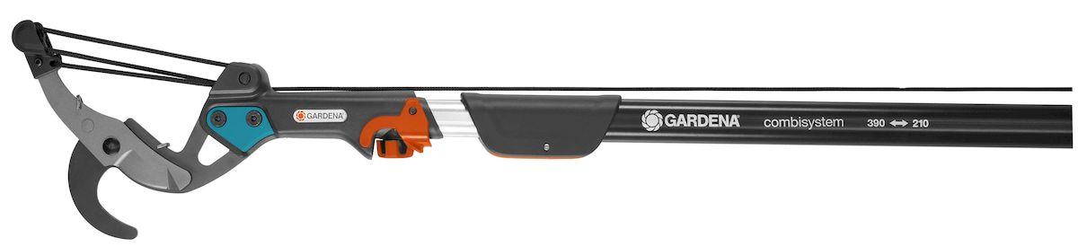 Сучкорез комбисистемы BL Gardena391602Сучкорез комбисистемы BL Gardena с 5-ступенчатой передачей идеально подходит для обрезки ветвей высоких деревьев. В сочетании с телескопической ручкой этот сучкорез позволяет легко обрезать ветки - в том числе расположенные на большой высоте - прямо с земли, без использования лестницы. Встроенная пятиступенчатая передача обеспечивает существенную экономию сил. С таким инструментом вы будете без усилий срезать ветви диаметром до 35 мм. Лезвия с покрытием от налипания гарантируют аккуратную и точную обрезку, а также легкость очистки. Сучкорез можно повесить прямо на ветку, что позволяет затрачивать на обрезку еще меньше усилий; кроме того, вы можете с легкостью задействовать натяжной корд, потянув за удобную D-образную рукоятку. Корд устойчив к истиранию и разрыву, его длина составляет 4,7 м. Сучкорез возможно использовать безручки. Сучкорез поставляется без телескопической трубки.