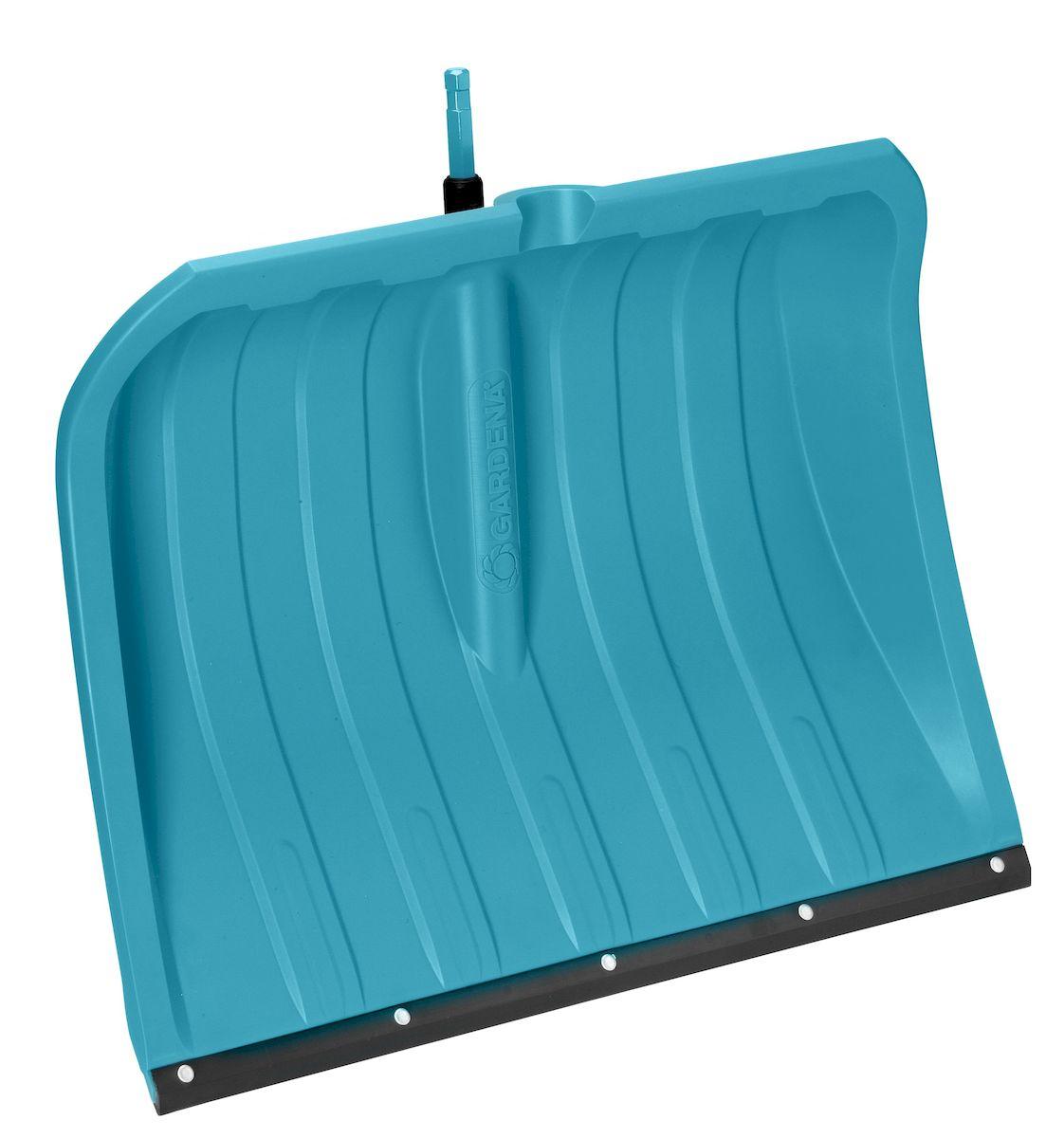 Лопата для уборки снега Gardena, без рукоятки, ширина 50 смRSP-202SЛопата Gardena оптимально подходит для расчистки различных территорий и дорожек от снега. Широкие ребра плаcтикового полотна обеспечивают легкое скольжение лопаты, а гладкая структура поверхности полотна предотвращает налипание снега. Высокие боковые стенки позволяют легко удерживать снег на лопате во время переноски, при этом снег не соскальзывает сбоку. Пластиковое полотно чрезвычайно устойчиво к воздействию солей и выдерживает отрицательные температуры до - 40°С.Лопата для уборки снега Gardena является частью комбисистемы и подходит ко всем ручкам комбисистемы Gardena.
