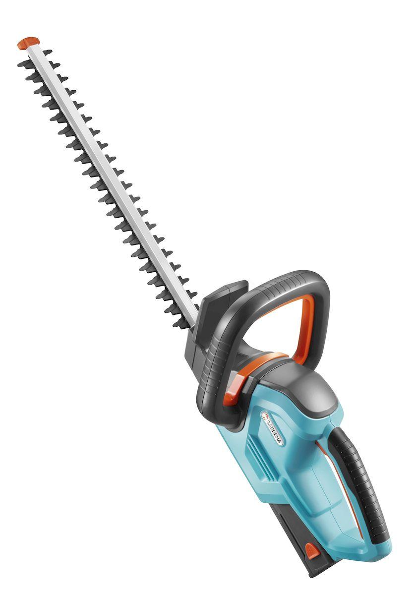 Ножницы аккумуляторные для живой изгороди Gardena EasyCut 42 Accu531-402Легкие аккумуляторные ножницы для живой изгороди Gardena EasyCut 42 Accu с рукояткой эргономичной формы и большой кнопкой запуска для простого и безопасного запуска в любой ситуации. Оптимизированная геометрия лезвий обеспечивает эффективный, быстрый и чистый рез. Щиток на конце лезвия оберегает пользователя от отдачи при обрезке близко к поверхности земли, обеспечивая безопасность работы. Также предотвращает повреждение ножей и продлевает срок службы. Мощный, надежный никель-металлогидридный аккумулятор обеспечивает высокую производительность. Экологически безопасный. Время работы - 60 мин; Время зарядки аккумулятора - 3 ч;Емкость аккумулятора - 1,6 А-ч; Напряжение аккумулятора - 18 В; Длина ножей - 42 см; Расстояние между лезвиями - 16 мм; Полотнище ножен - есть; Двуручный безопасный переключатель - есть; Масса ножниц - 2,6 кг; Гарантированная мощность звука, дБ(А) - 85 дБ (A); Звуковое давление возле уха оператора - 71,4 дБ (A); Вибрация (ah) - 1,1 м/с2.