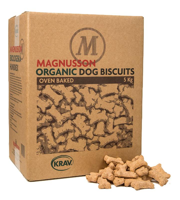 Печенье для собак Magnusson Organic Dog Biscuits, запеченное, 5 кг40742Печенье для собак в виде маленьких ксточек Magnusson Organic Dog Biscuits - это низкокалорийное лакомство из сушеной говядины, которое отлично подходит как поощрение при дрессировке. После кормления печенье будет полезно собаке для зубов и десен и предотвратит образование зубного налета. Подходит для собак всех пород. Легко ломается на мелкие кусочки пальцами, и даже самая маленькая собака разгрызет его без труда.Зародыши пшеницы, входящие в состав печенья, являются источником витаминов и 18-ти аминокислот из групп Омега-3 и 6. Ваша собака нуждается в 10-ти незаменимых аминокислотах каждый день.Печенье произведено из KRAV сертифицированных ингредиентов, и это значит, что все ингредиенты для производства выращены в естественных условиях, без ускорения процесса роста, пестицидов и удобрений. Состав: сушеное мясо, экологическая мука пшеницы грубого помола, органическое рапсовое масло холодного отжима, картофельная клетчатка, минералы. Все ингредиенты шведского происхождения. Калорийность: 1400 кДж / 100 г; 334 кКал / 100 г. Анализ: белки 13%, жир 8%, углеводы (НФО) 63,5%, клетчатка 2,5%, минеральные вещества 3%, вода 10%. Товар сертифицирован.