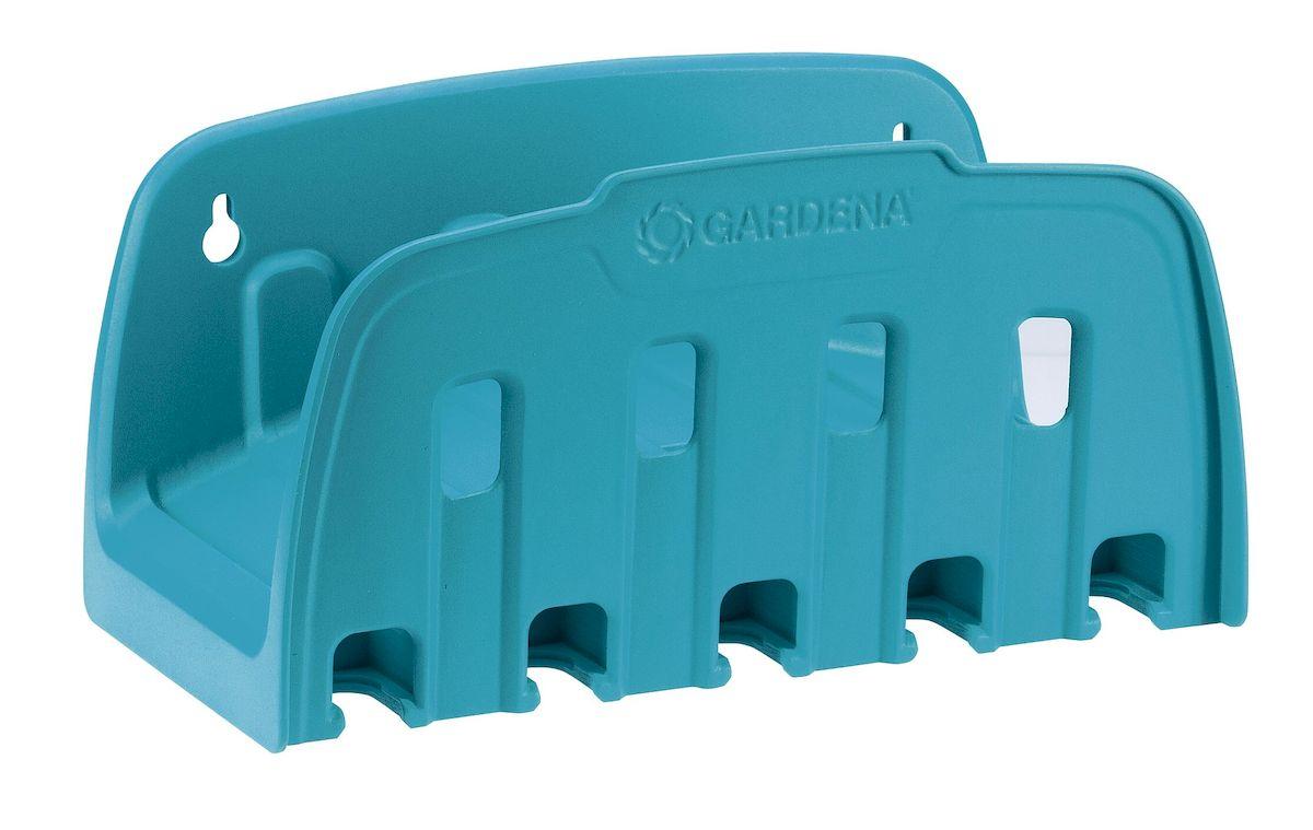 Кронштейн настенный для шланга Gardena 00241-20.000.00Nap200 (40)Настенный кронштейн Gardena предназначается для хранения шланга. Шланг можно быстро и просто убрать на хранение. Практичный вариант размещения наконечников, распылителей или дождевателей. Инструменты всегда под рукой. Это компактное и полезное приспособление облегчает полив. Настенный кронштейн обеспечивает быструю намотку, а также легкое и компактное хранение садового шланга. Максимальная емкость 13 мм (1/2) - 35 м; Максимальная емкость 15 мм (5/8) - 25 м; Максимальная емкость 19 мм (3/4) - 20 м.