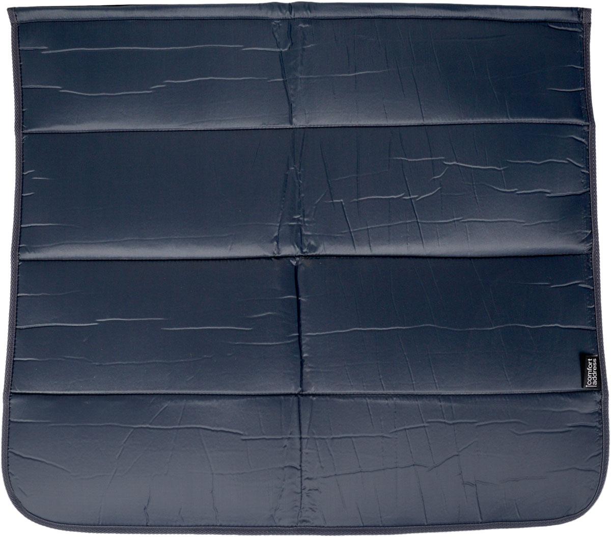 Накидка на бампер Comfort Adress, цвет: серый, 75 х 65 см21395599Накидка на бампер Comfort Adress предназначена длязащиты одежды от грязи при погрузке или выгрузке вещейиз багажника, при работе в моторном отсеке, во времядолива масла или незамерзающей жидкости. Такженакидку можно использовать при установке домкрата изамене колеса.- Универсальна и проста в установке.- Крепится при помощи липучки.- В сложенном виде занимает всего лишь 15 см. - Обладает водоотталкивающими свойствами, проста вчистке.
