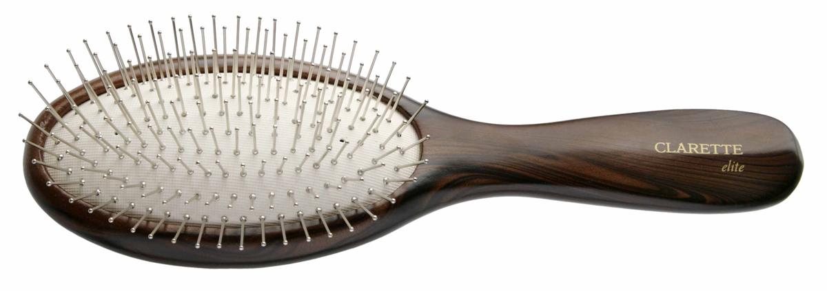 Щетка для волос на подушке с металлическими зубцами, цвет: коричневыйCEB 332Clarette Elite представляет серию Шоколад. Это интересная коллекция инструментов по уходу за волосами. Она несомненно понравится покупателям, которые ценят стиль и качество. Инструменты Коллекции изготовлены из натурального дерева, имеющего оригинальный окрас. Благодаря мягкости подушки, идеально подходит для расчесывания тонких, ослабленных волос. Металлические зубья с массажными шариками на концах обеспечивают деликатный массаж кожи головы, стимулируя рост волос. Уникальная форма мет. зубьев защищает их от продавливания, тем самым увеличивая срок службы щетки. Инструменты предназначены как для домашнего, так и для профессионального использования.