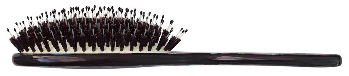 Clarette Щетка для волос на подушке со смешанной щетиной компакт, цвет: черный с принтомCPB 525Коллекция Clarette Butterfly отличается удивительной яркость цветов, порхающих экзатических бабочек на щетках для волос- это нечто совершенно новое и неординарное. Натуральная щетина дикого кабана придает волосам блеск, предовращает ломкость и сечение волос. Пластиковые зубья с массаж. ными шариками на концах обеспечивает массаж головы, идеально прочесывают волосы.