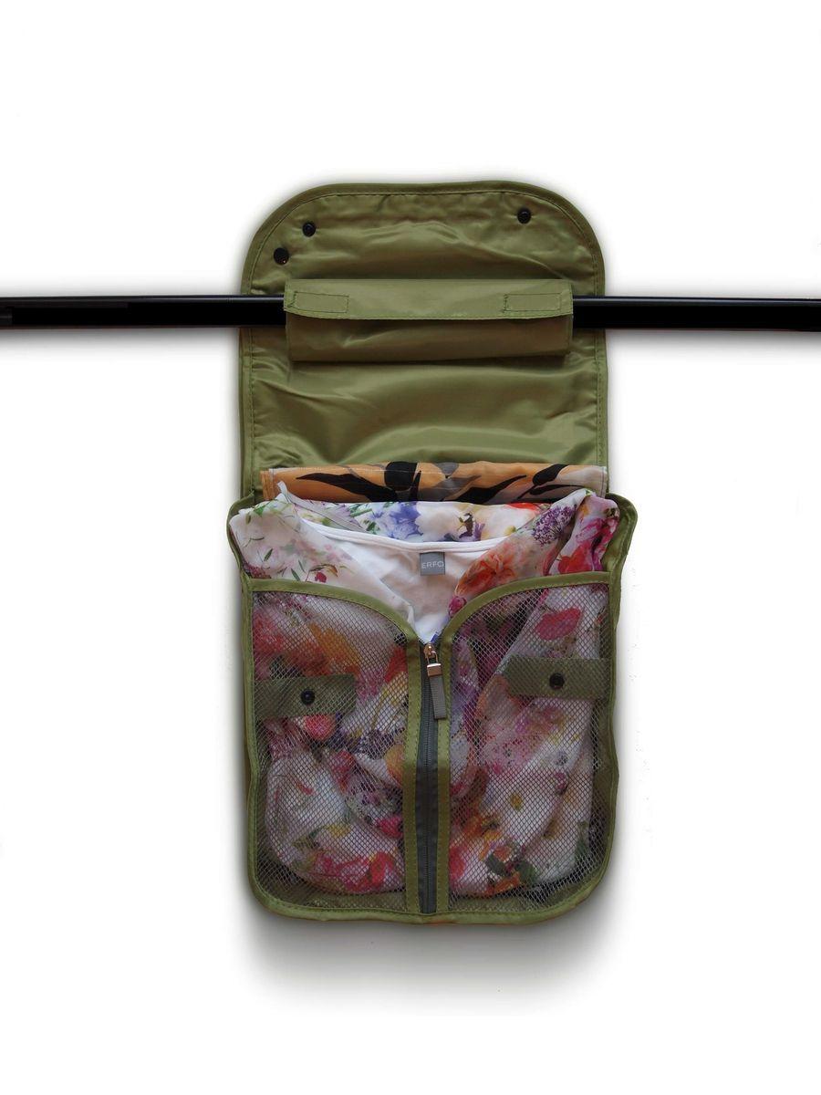 Чехол дорожный для одежды HomeMaster, 40 х 25 х 8 см6113MДорожный чехол HomeMaster предназначен для хранения и транспортировки одежды. Качественный и непромокаемый полиэстер обеспечит надежную защиту вещей в дороге. Теперь ваши вещи в идеальной чистоте и порядке.