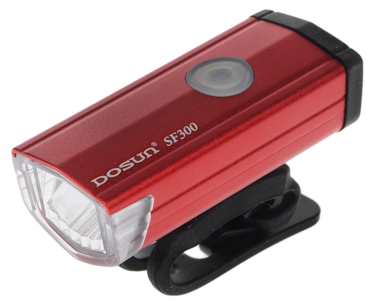 Фара велосипедная Dosun SF300, цвет: красный, черныйMW-1462-01-SR серебристыйНадежная и удобная в эксплуатации фара Dosun SF300 предназначена для обеспечения большей безопасности при поездках в темное время суток. Заряжается от компьютера при помощи USB кабеля (входит в комплект). Оснащена ярким светодиодом мощностью 300 Лм. Устанавливается на основание диаметром 20-40 мм. Имеет прочный алюминиевый водонепроницаемый корпус, устойчивый к царапинам. Удобная конструкция фары позволяет быстро устанавливать ее на руль или снимать. Фара работает в 5 режимах: 3 вида яркости, мигание, быстрое мигание.Время свечения в разных яркостях: 1 ч, 3 ч, 6 ч.Время мигания: 12 ч.Время быстрого мигания: 60 ч.Время зарядки: 2,5 ч.Размер фары (без учета крепления): 6,7 х 2,7 х 2,2 см.