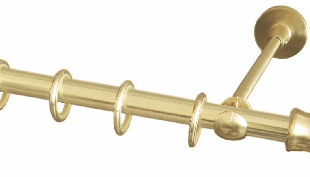 Карниз однорядный Уют Ост, металлический, составной, цвет: латунь, диаметр 16 мм, длина 2,8 м100-49000000-60Круглый карниз Уют Ост выполнен из цинко-алюминиевого сплава с гальваническим покрытием. Подходит для использования одного вида занавесей. Поверхность гладкая. Способ крепления настенное. Возможно сочетание штанг различных диаметров и цветов. В комплект входят 2 штанги, соединитель, 3 кронштейна с крепежом и 28 колец с крючками. Наконечникиприобретаются дополнительно.Такой карниз будет органично смотреться в любом интерьере.Диаметр карниза: 16 мм.