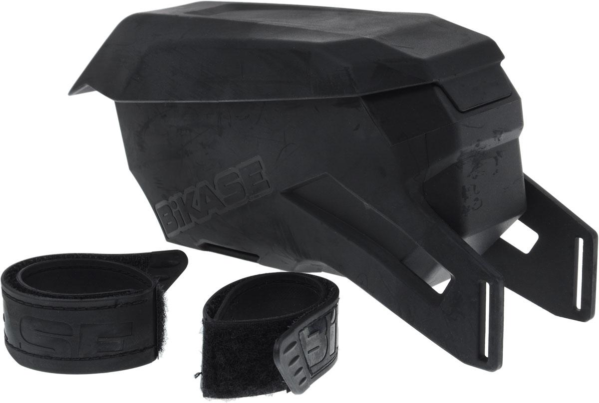 Сумка на верхнюю часть рамы BiKase Vader, 20,5 х 7 х 10 смMCI54145_WhiteСумка BiKase Vader устанавливается на верхнюю часть велосипедной рамы при помощи формованных липучек. Литая конструкция выполнена из устойчивого к любой погоде термопластика. Сумка имеет одно отделение, отделанное внутри мягким текстилем и разделенное на 2 части.