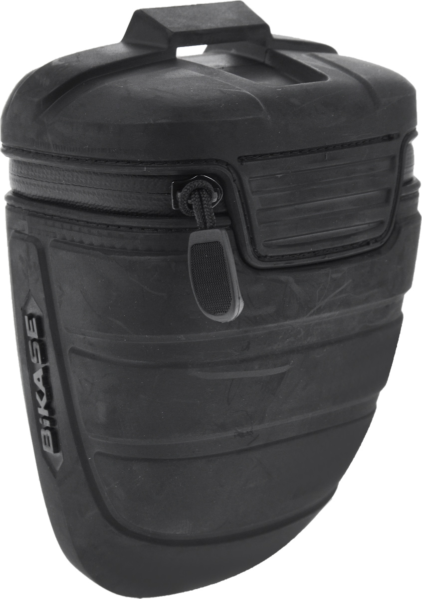 Велосумка под седло BiKase Wasp, 16 х 10 х 8,5 смГризлиВелосумка BiKase Wasp выполнена из высококачественного термопластичного полиуретана с водонепроницаемой застежкой-молнией. Изделие крепится под седло велосипеда при помощи регулируемого кронштейна для металлических и карбоновых направляющих. Внутри сумки имеется одно отделение, сетчатый карман и эластичный фиксатор-держатель для фонаря.Размер сумки (без учета кронштейна): 16 х 10 х 8,5 см.