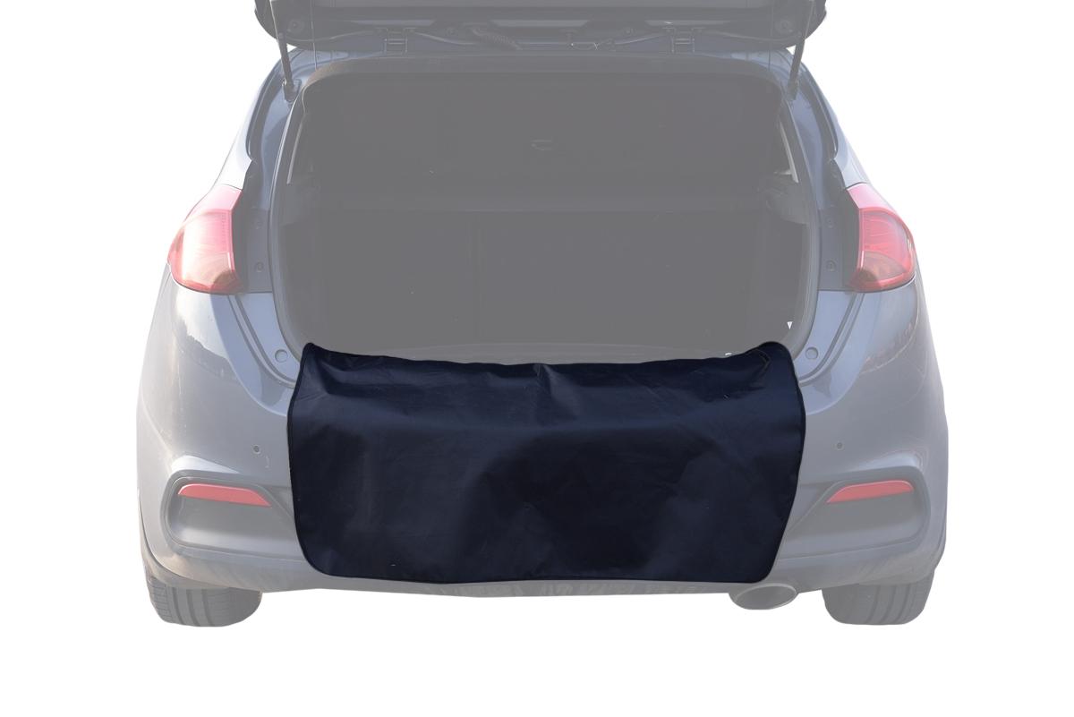 Грязезащитная накидка на бампер AvtoTink, 100 х 75 см71001Грязезащитная накидка на бампер AvtoTink защищает одежду от грязи при погрузке или выгрузке вещей из багажника, при работе в моторном отсеке (во время долива масла или незамерзающей жидкости). Также накидку можно использовать при установке домкрата и замене колеса. - Универсальна и проста в установке - Имеет два варианта крепления: при помощи магнитов и липучки-велкро- В сложенном виде занимает всего лишь 15 см- Обладает водоотталкивающей пропиткой, проста в чистке