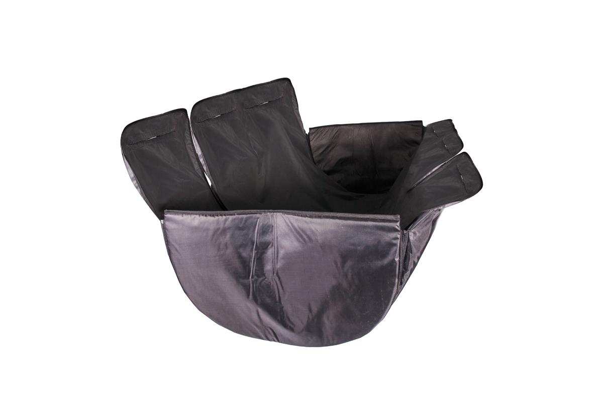 Автогамак AvtoTink для животных, с жесткой боковой защитой73003Автогамак AvtoTink для животных изготовлен из дублированной, водостойкой, морозоустойчивой нецарапающейся ткани на подкладке из Oxford 420.Автогамак AvtoTink с защитой обивки дверей - это 3 автогамака в одном: вы можете его использовать на полное сидение, на 1/3 сидения, на 2/3 сидения и в багажнике, достаточно только перестегнуть боковые части гамака. Автогамак AvtoTink с защитой обивки задних дверей имеет ряд преимуществ: – легко монтируется между передними и задними сиденьями любой марки автомобиля, его можно устанавливать в багажном отделении салона (автомобилей с кузовом универсал или внедорожников) – конструкция автогамака AvtoTink с защитой обивки задних дверей предохраняет от загрязнений сидения, обивку салона и обивку дверей– идеально подходит для собак всех пород, не вызывает раздражения у животных– конструкция гамака надежно защищает питомца во время поездок (движения/торможения) - собака уже не соскользнет с заднего сидения даже при резком торможении - а также ограничивает ее передвижение по салону - уплотненные бока автогамака, толщиной 8 мм.Автогамак AvtoTink с защитой обивки дверей незаменим при транспортировке животного на прогулку, для поездок в ветклинику, на выставку, охоту, рыбалку и дачу; сидения и обивка задних дверей автомобиля гарантировано не поцарапаются, не испачкаются и не промокнут, даже если в автогамаке будет ехать совершенно мокрая, грязная собака. Крепится к подголовникам передних и задних сидений с помощью фиксаторов. Стелется по спинке заднего сидения, по заднему сидению и идет вверх к передним подголовникам.Установка Автогамака AvtoTink:Выберите необходимый Вам вариант установки автогамака:– на полное сидение– 1/3 сидения плюс 2 свободных места для пассажиров– 2/3 сидения плюс одно свободное место для пассажира– в багажник Чистка Автогамака AvtoTink: Песок и засохшую грязь удалите с помощью щетки, затем протрите гамак влажной губкой или тряпкой.Размер: 135 х 170 см (90