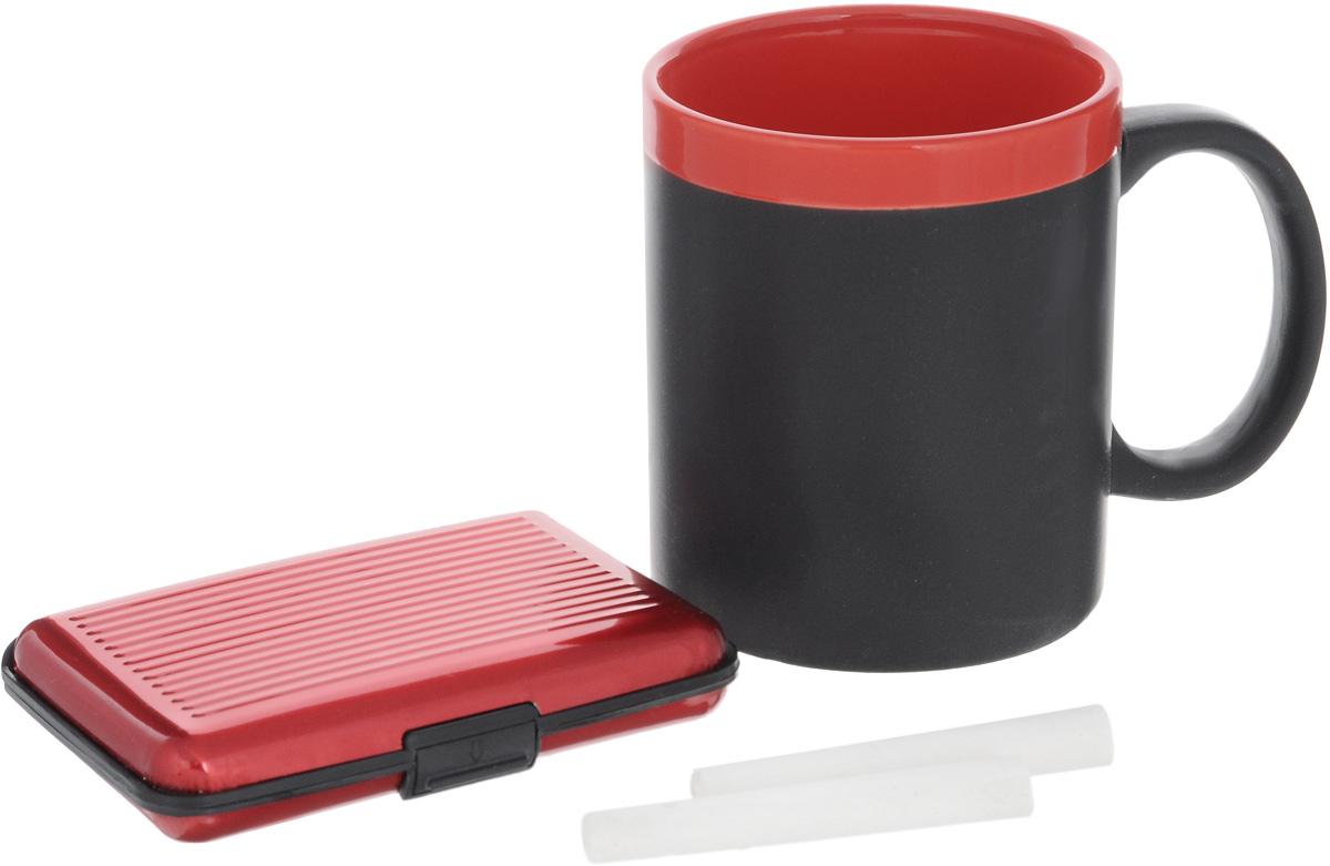 Набор подарочный Феникс-Презент Magic Home: кружка, мелки, визитница, цвет: черный, красный41177Подарочный набор Феникс-Презент Magic Home включает в себя кружку с поверхностью, на которой можно писать, визитницу и 2 мелка. Кружка выполнена из высококачественной керамики, визитница из пластика.Визитница оснащена 6 отсеками для визиток и карточек. Закрывается на пластиковую защелку.Такой набор будет отличной находкой для себя или подарком для друга. Объем кружки: 300 мл.Диаметр кружки: 8 см.Высота кружки: 9,7 см.Размер визитницы: 11 х 7,5 х 1,8 см.Длина мелков: 7 см.