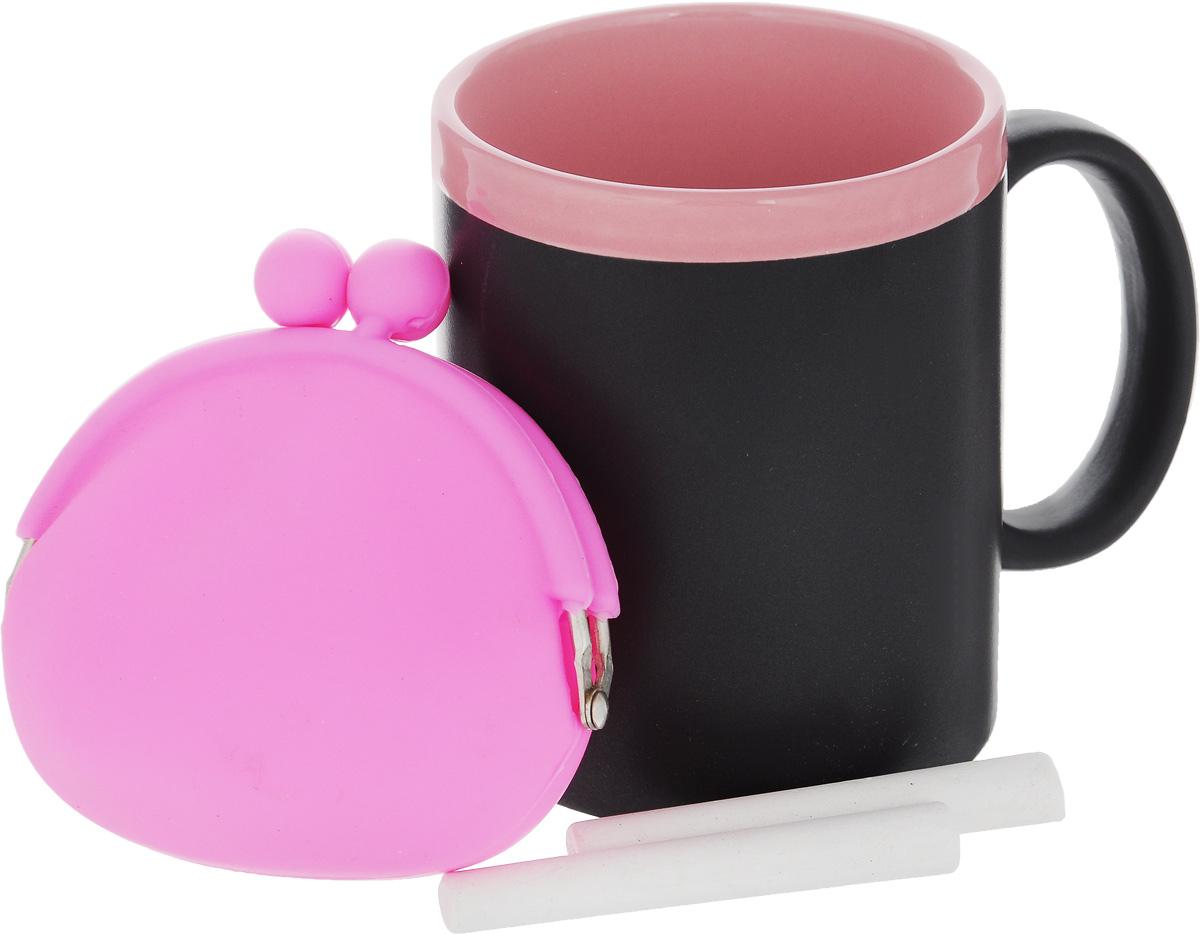 Набор подарочный Феникс-Презент Magic Home: кружка, мелки, кошелек, цвет: черный, розовый41176Подарочный набор Феникс-Презент Magic Home включает в себя кружку с поверхностью, на которой можно писать, силиконовый кошелек и 2 мелка. Все изделия выполнены из высококачественных материалов.Такой набор будет отличной находкой для себя или подарком для друга. Объем кружки: 300 мл.Диаметр кружки: 8 см.Высота кружки: 9,7 см.Размер кошелька (без учета застежки): 10 х 8,5 см.Длина мелков: 7 см.