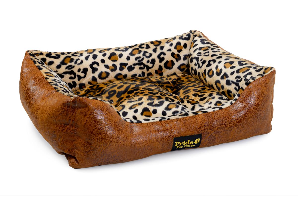 Лежак для животных Pride Кения, 67 х 60 х 23 см0120710Лежак для животных Pride Кения прекрасно подойдет для отдыха вашего домашнего питомца. Предназначен для собак мелких и средних пород. Изделие выполнено из прочной ткани, декорированной красочным принтом. Снабжено невысокими широкими бортиками и съемной мягкой подушкой. Комфортный и уютный лежак обязательно понравится вашему питомцу, животное сможет там отдохнуть и выспаться. Размер лежака: 67 х 60 х 20 см.Состав: наполнитель 100% полиэфирные волокна, ткань 50% синтетическая ворсовая. 50% замша искусственная.