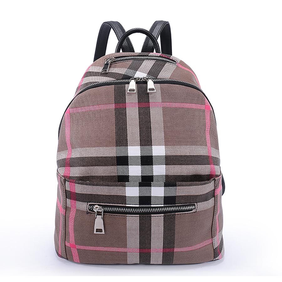 Рюкзак женский Orsa Oro, цвет: бежевый, розовый, серый. D-187/33-47670-00504Стильный женский рюкзак Orsa Oro выполнен из экокожи и оформлен клетчатым принтом. Модель с одним отделением застегивается на молнию с двумя бегунками. Верху под ручкой, на передней и задней стороне располагаются прорезные карманы на молнии. Внутри изделие содержит 2 накладных кармана и прорезной карман на молнии. Рюкзак декорирован ремешками с металлическими пряжками, оснащен удобными плечевыми лямками регулируемой длины, а также петлей для подвешивания.