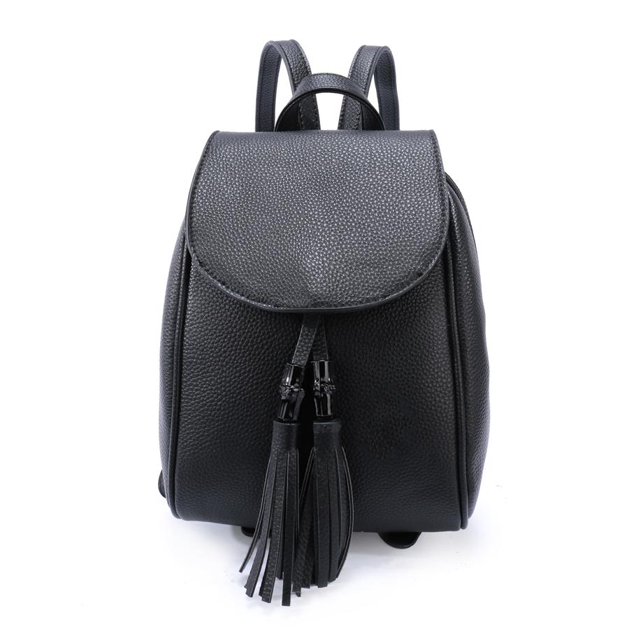Рюкзак женский Orsa Oro, цвет: черный. D-172/59L39845800Стильный женский рюкзак Orsa Oro выполнен из экокожи с зернистой фактурой и декорирован кисточками. Изделие с клапаном на магнитной кнопке содержит два отделения, застегивается на молнию. Внутри расположены один накладной карман, врезной карман на молнии и карман-средник на молнии. Лицевая сторона рюкзака дополнена плоским карманом, задняя - карманом на молнии. Рюкзак оснащен удобными плечевыми лямками регулируемой длины, а также петлей для подвешивания.