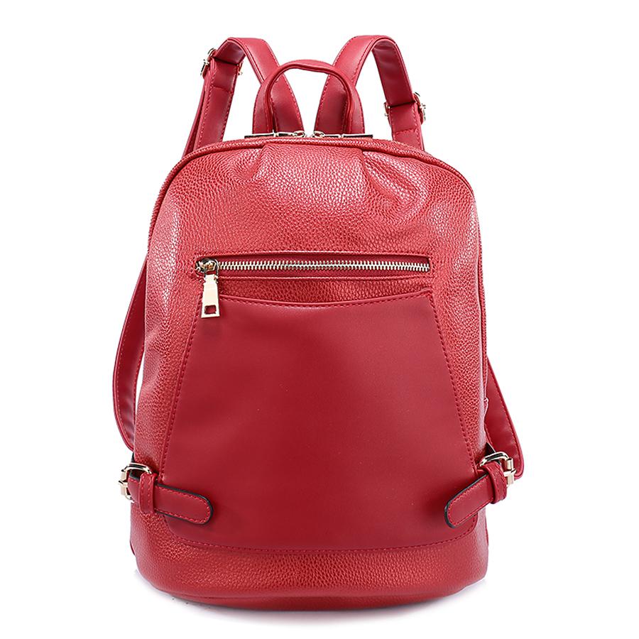 Рюкзак женский Orsa Oro, цвет: красный. D-186/26S76245Стильный женский рюкзак Orsa Oro выполнен из экокожи. Модель с одним отделением застегивается на молнию с двумя бегунками. Передняя сторона оформлена плоским накладным карманом на магнитной кнопке, сзади и спереди располагаются прорезные карманы на молнии. Внутри изделие содержит 2 накладных кармана и прорезной карман на молнии. Рюкзак декорирован ремешками с металлическими пряжками, оснащен удобными плечевыми лямками регулируемой длины, а также петлей для подвешивания.