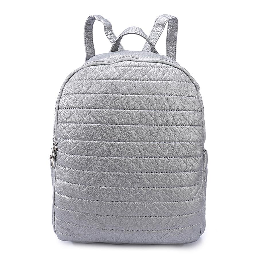 Рюкзак женский Orsa Oro, цвет: серебряный. D-192/3610130-11Стильный женский рюкзак Orsa Oro выполнен из экокожи с зернистой текстурой и оформлен стеганым элементом. Модель с двумя отделениями застегивается на молнию. Задняя сторона оформлена прорезным карманом на застежке-молнии, боковые стороны - плоскими карманами. Внутри изделие содержит 2 накладных кармана и прорезной карман на молнии. Рюкзак оснащен удобными плечевыми лямками регулируемой длины, а также петлей для подвешивания.